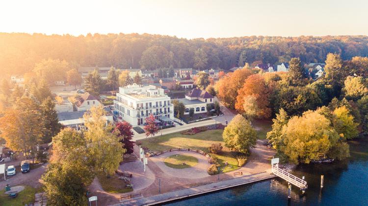 Brandenburger Hotel im Herbst