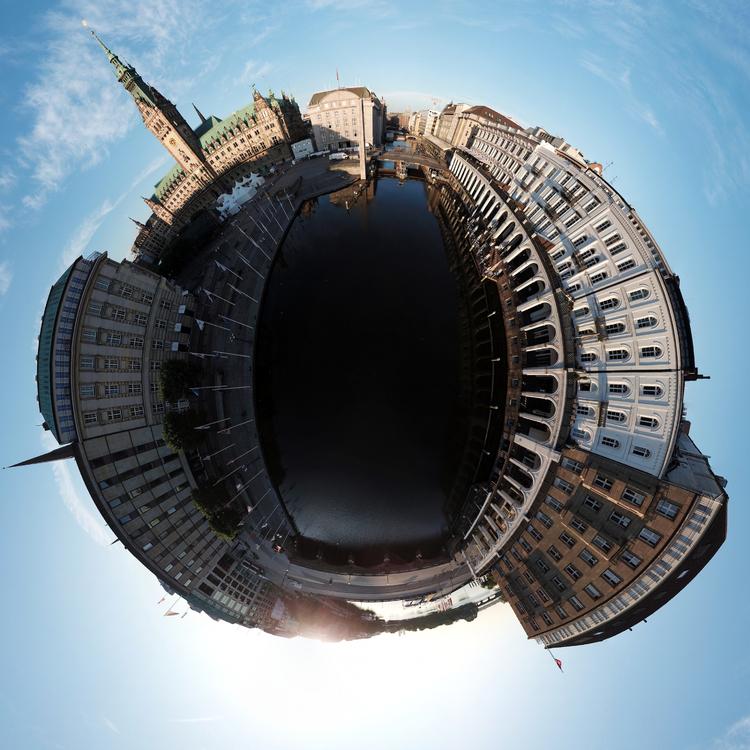 Hamburger Rathaus im Little-Planet-Panorama aus Sicht von