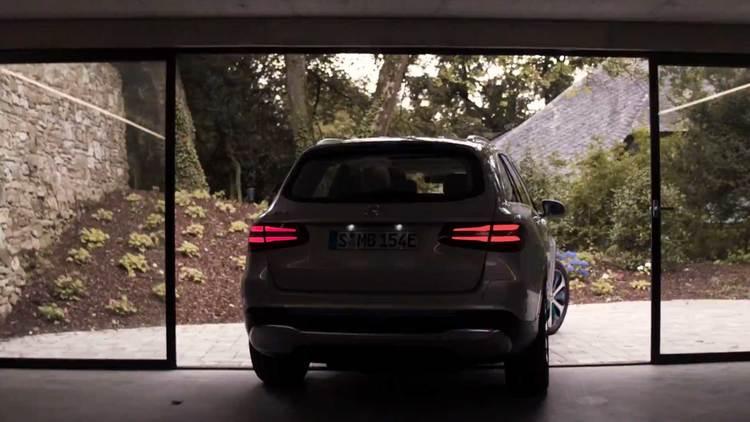 Mercedes Benz Commercial – GLC F-CELL – Frankfurt – Luftaufnahmen mit der Drohne Für den GLC F-CELL Film von Mercedes-Benz haben wir die Luftaufnahmen mit unser Drohne realisiert.  Ort: Frankfurt Drohne: DJI Inspire2  Kamera: DJI X5S  Gimball